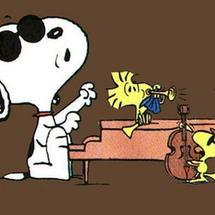 Snoopy_playing_piano