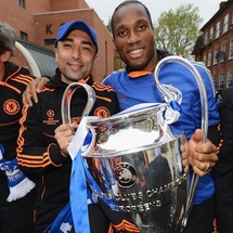 Caretaker_manager_roberto_di_matteo__l__and_didier_drogba_pose_with_the_champions_league_trophy