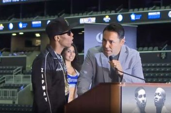 Zab Judah getting mad at Oscar De La Hoya