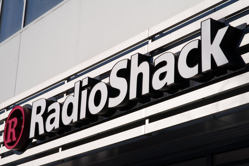 picture of RadioShack will close 1,100 stores, twice as many as expected