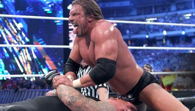 Wrestlemania-27-HHH-Undertaker-Tombstone